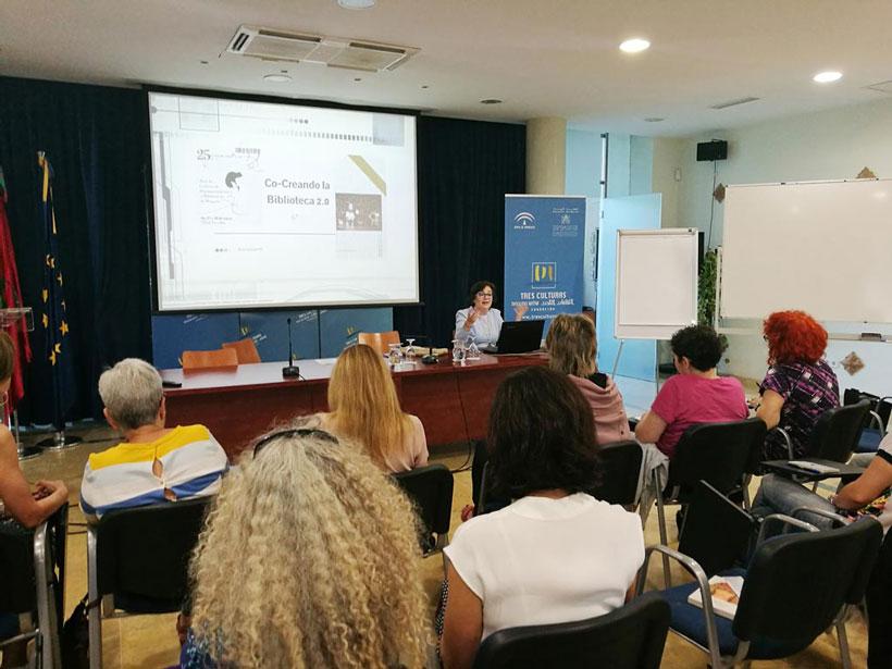 Carmen Cantillo en el XXV Encuentro de la Red de Centros de Documentación y Bibliotecas de Mujeres. UyM y Violeta Asensio.