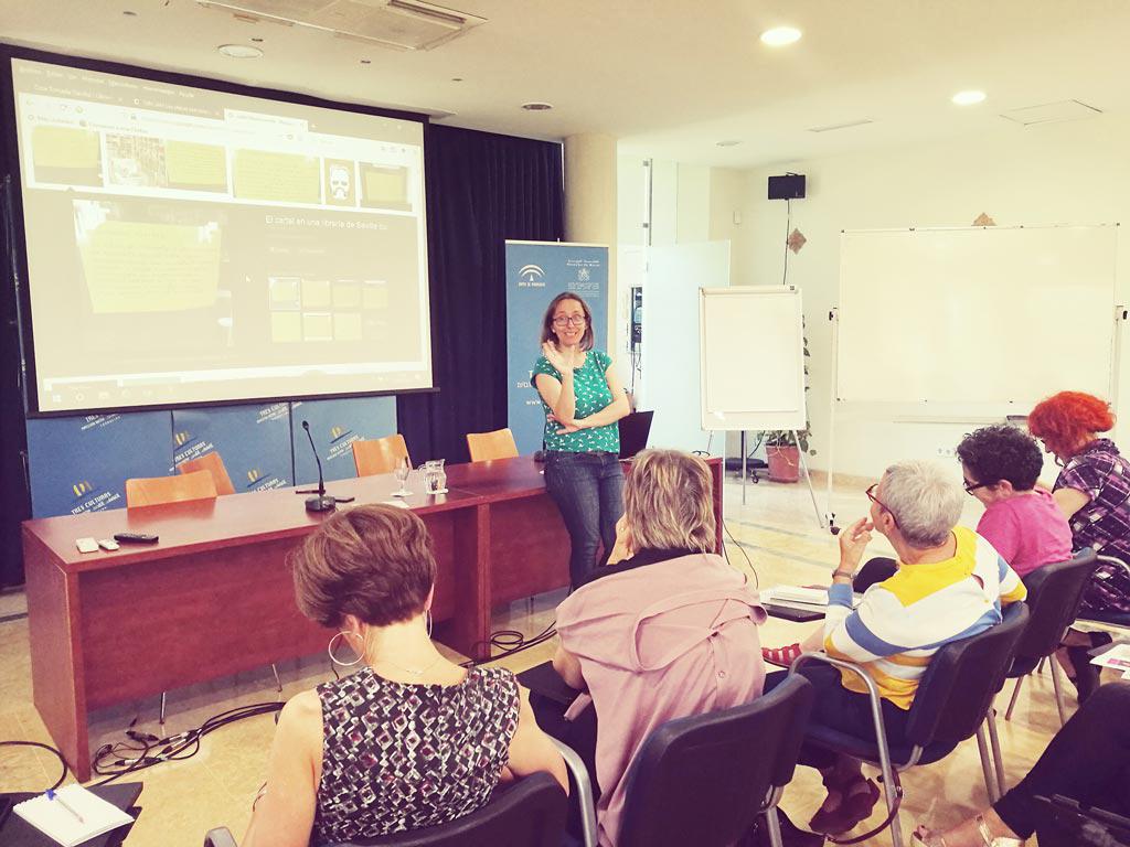 María José Barrios en el XXV Encuentro de la Red de Centros de Documentación y Bibliotecas de Mujeres. UyM y Violeta Asensio.