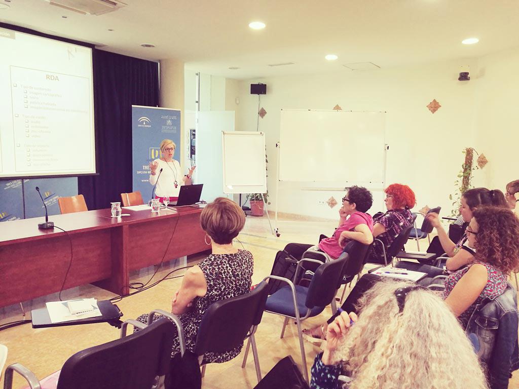 María Luis en el XXV Encuentro de la Red de Centros de Documentación y Bibliotecas de Mujeres. UyM y Violeta Asensio.