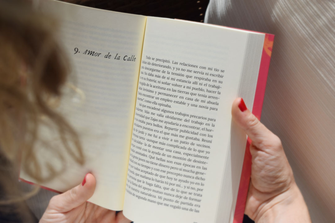 Amor Imperfecto, escrito por Carlos Sepúlveda. Diseño editorial de UyM